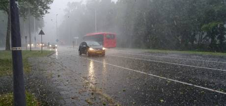 Zwaar onweer en hagel trekken over westen en Brabant