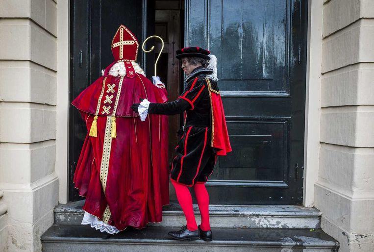 Sinterklaas en Piet nadat ze de Ice Bucket Challenge hadden ondergaan. Ze werden genomineerd door de burgemeester van Amsterdam, Eberhard van der Laan. Beeld anp