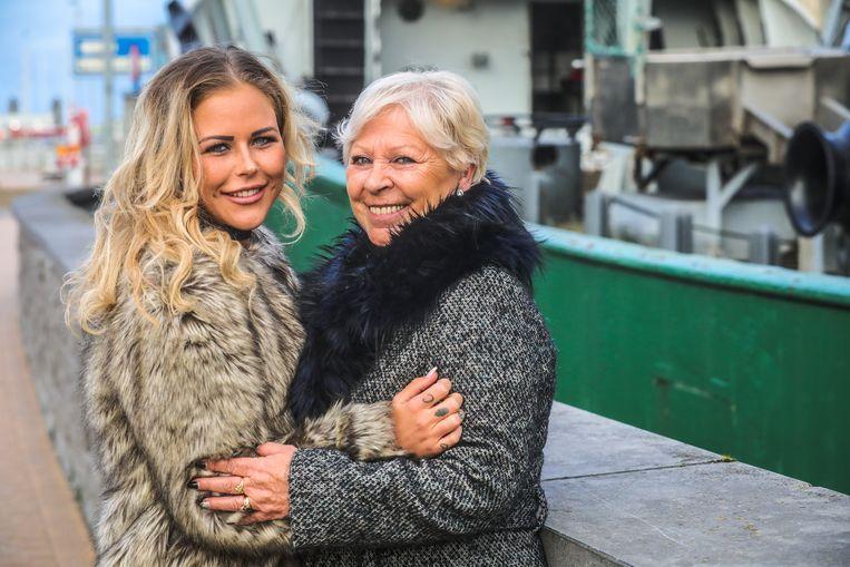 Oostende deelneemster temptation Island Yana Daems met grootmoeder Clairette Cattrysse