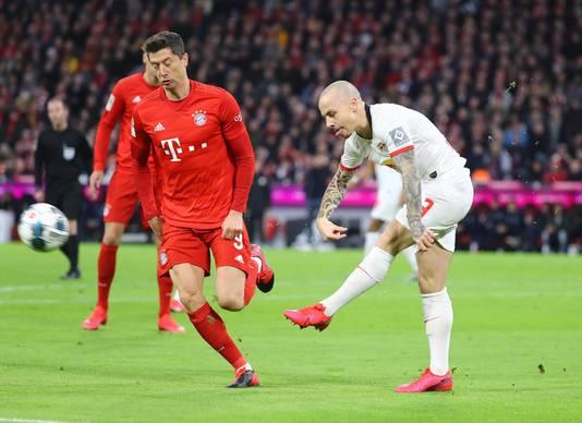 Angeliño namens Leipzig in actie tegen het Bayern München van Robert Lewandowski.