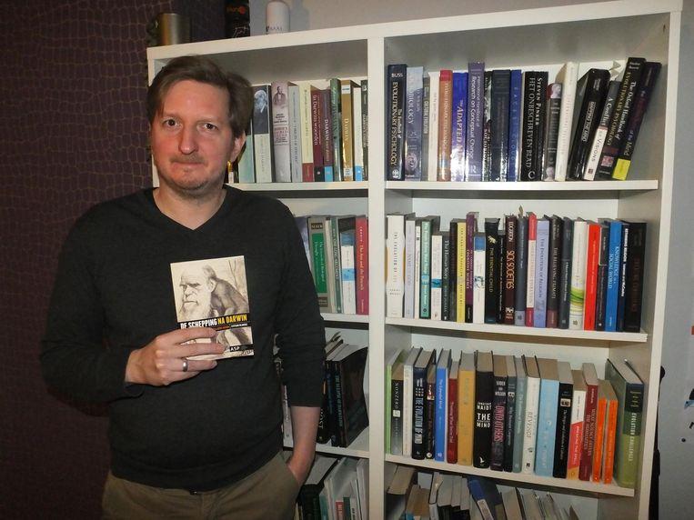 Stefaan Blancke met zijn nieuwste boek 'De schepping na Darwin'.