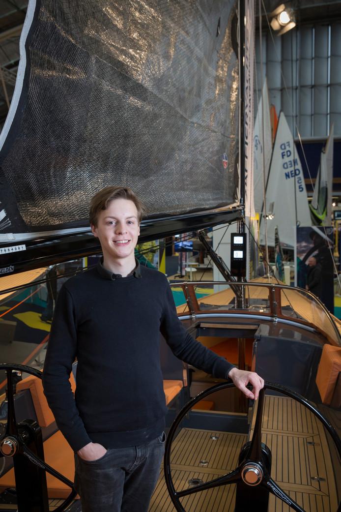 Jelle van de Ridder op een jacht. Hij gaf gisteren op de botenbeurs Hiswa in Amsterdam een presentatie over zijn werk.