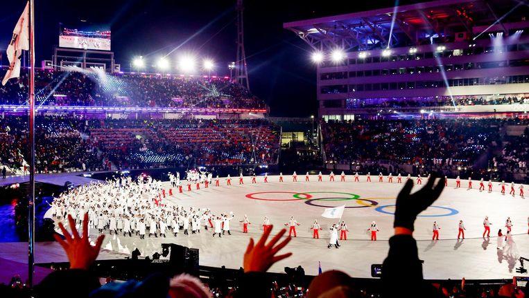 Het verenigde Koreaanse team betreedt onder de vlag van het Koreaanse schiereiland het Olympisch stadion in Pyeongchang. Beeld null