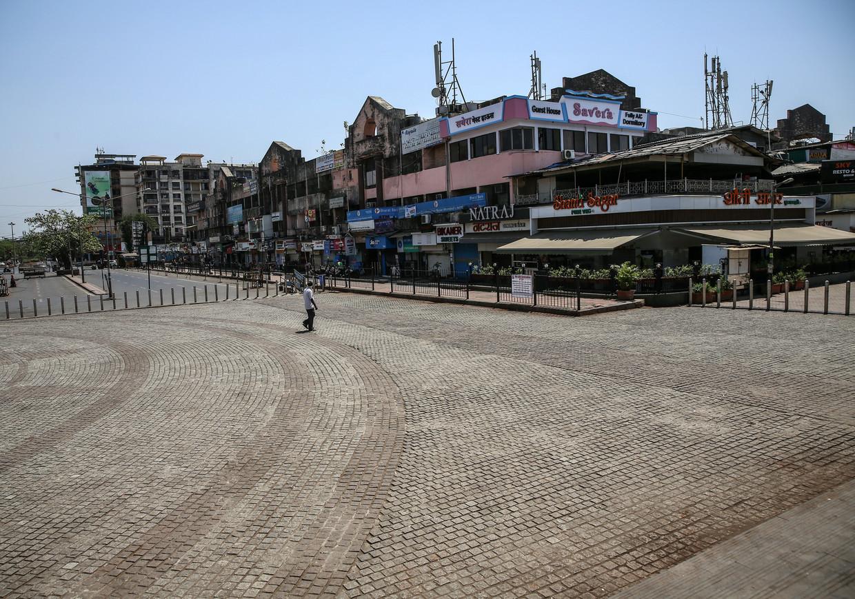 Een verlaten winkelcentrum in Mumbai, waar al sinds enkele dagen een lockdown geldt. Dinsdag maakte premier Modi van India bekend dat het hele land op slot gaat. 1,3 miljard inwoners mogen hun huis in principe niet verlaten. Beeld null