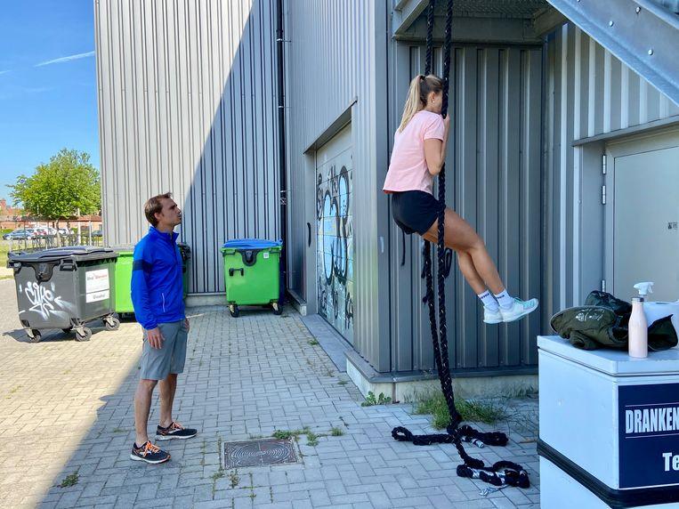 Beachvolleybalster Sarah Cools aan het werk bij personal trainer Tim Van Hemeldonck