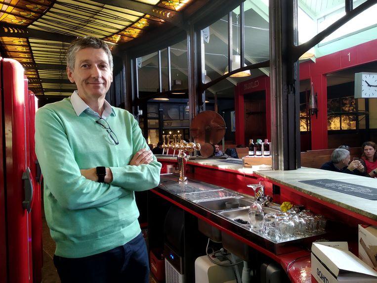 Pierre Langlois in de brasserie.