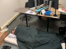 Een week opgesloten met de baas; Wim, Leander en Remon gaan in quarantaine op het werk