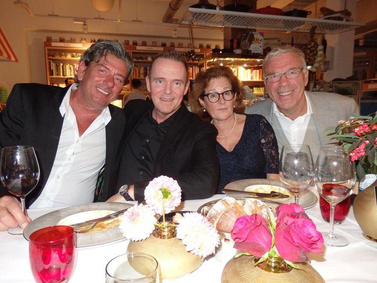 Disgenoten: Tony van Ast (Ome Toon), Erik van Loo (Parkheuvel, nummer 16) en mevrouw en meneer Hamersma Beeld Schuim