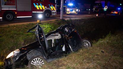 Chauffeur buiten levensgevaar na klap van vrachtwagen