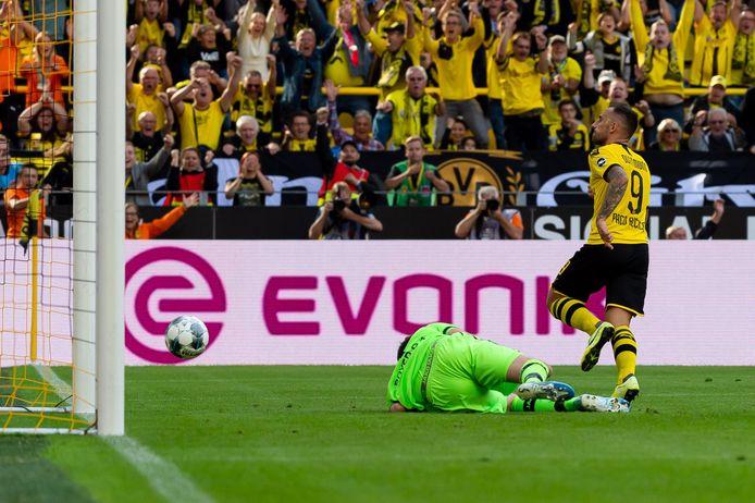 Paco Alcácer heeft opnieuw toegeslagen. Leverkusen-doelman Lukas Hradecky is geklopt.