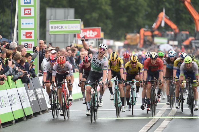 Sam Bennett won vorig jaar de etappe naar Hulst in de BinckBank Tour.