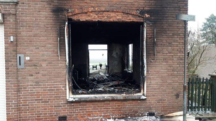 De woning aan de Havenkant in Moerdijk is compleet uitgebrand.