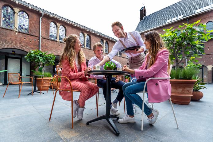 The Anthony Hotel aan de Kanaalstraat, Utrecht. Van links naar rechts:  Eventmanager Francien Eckelhoff, eigenaarJorrit Stracke en general manager Rahima Riesebosch.