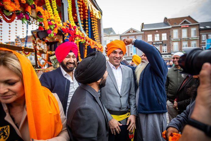 De Truiense Sikhgemeenschap hield onlangs nog haar jaarlijkse optocht Nagar Kirtan in Sint-Truiden. Dat is een volksfeest, waarbij geloof, traditie en vrijgevigheid centraal staan, waar ook schepen Jelle Engelbosch( N-VA) aan deelnam.