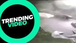 Beveiligingscamera legt kracht van tornado vast
