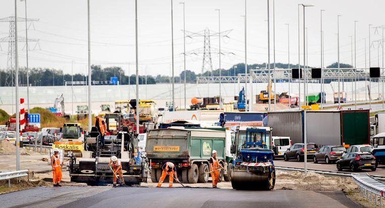 Werkzaamheden op de aansluiting van de A9 met de vernieuwde A1 in 2016. Beeld Koen van Weel/ANP