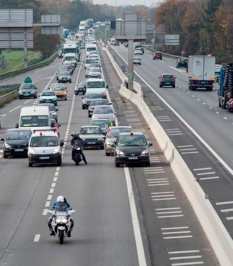 Benzine-oorlog in Frankrijk gaat door: wegblokkades op weg naar 'totale ontsporing'