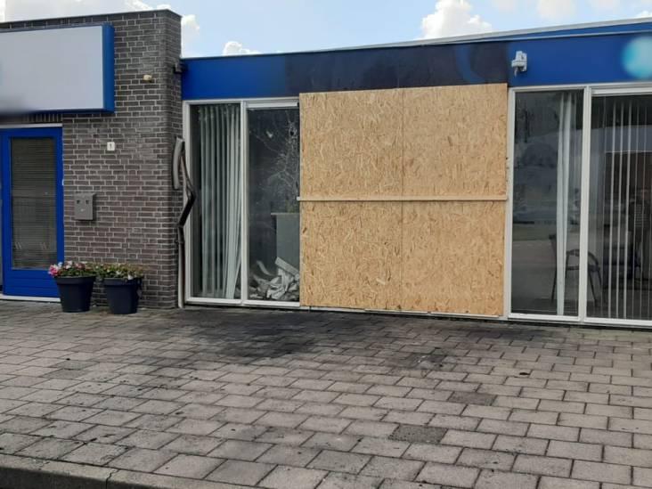 Auto ramt opzettelijk taxatiekantoor in Steenbergen: 'Dacht dat een vrachtwagen zijn lading was verloren'