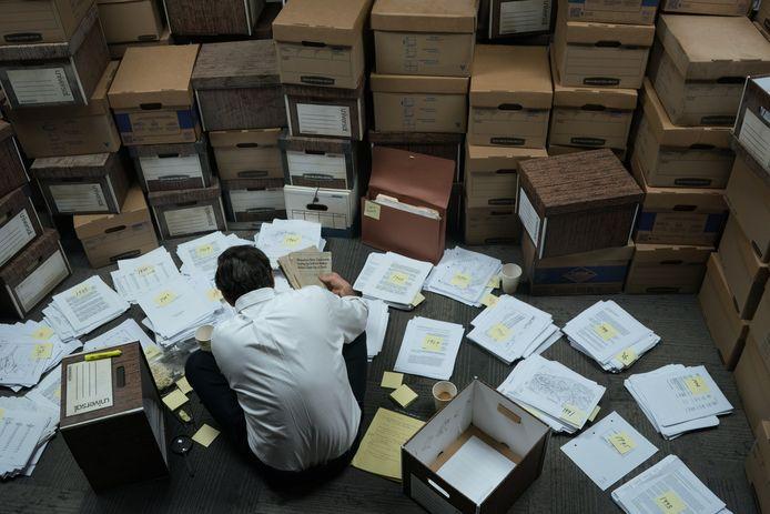 DuPont overstelpt advocaat Robert Billot met een berg aan papieren, maar die slaagt er desondanks in daar een stapel belastend materiaal uit te halen.