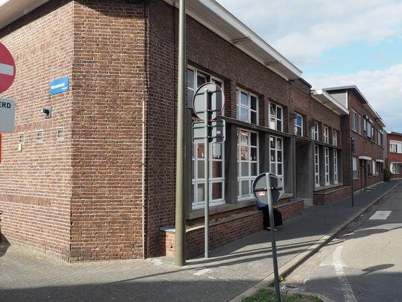 Het schoolgebouwtje in de Paardenkerkhofstraat in Mechelen.