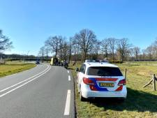 Motorrijder gewond naar ziekenhuis na valpartij bij Hellendoorn