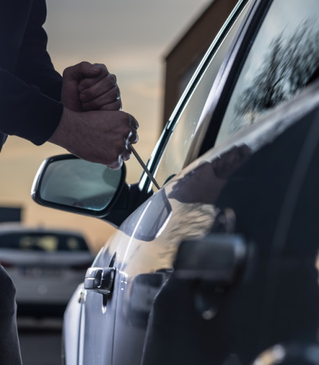 Twee auto-inbrekers op heterdaad betrapt in Tilburg