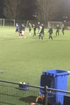 Voetballers Arnhemia trainen door ondanks corona-maatregel; opkomst groter dan ooit
