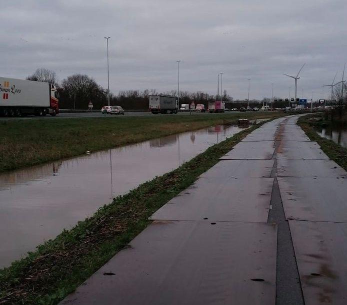 Deze rijplaten zijn in de nacht van donderdag 13 op vrijdag 14 februari gestolen langs de A2.
