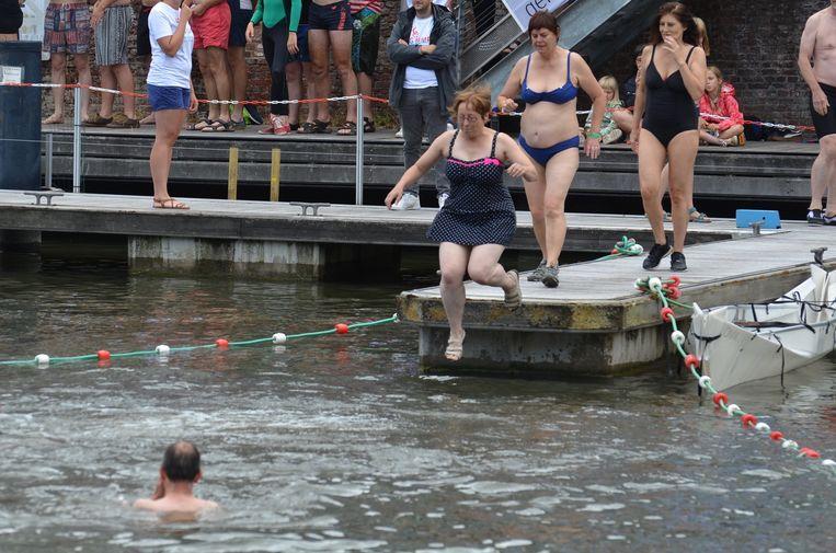 Schepen Tine Heyse (Groen) waagt de sprong.