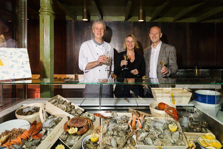 Koen Lefever, Véronique Gillardeau en Dimitri De Cuyper van het Pakhuis in oesterbar.