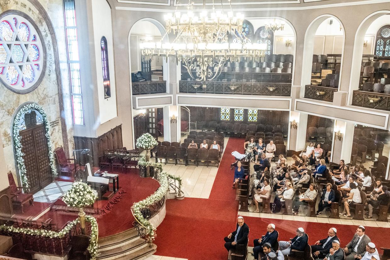 Neve Salom bij de Galatoren in hartje Istanbul is de bekendste van de negentien synagogen in de stad. In het naastgelegen Joods museum vertellen foto's, kledingstukken, gebruiksvoorwerpen en religieuze parafernalia van ruim vijf eeuwen Joodse geschiedenis in Turkije.  Beeld Joris Van Gennip