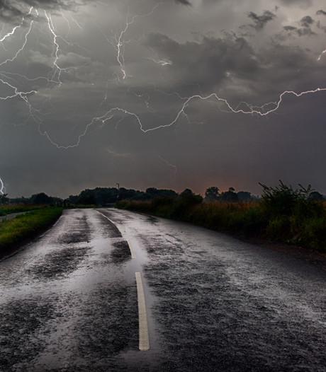 Warmste meinacht ooit gaat over in snikhete dag met onweer en code geel