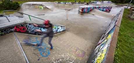 Ouders laten kinderen gewoon los op 'volle' Zutphense skatebaan: 'Zolang iedereen beweegt, is er niet veel aan de hand'