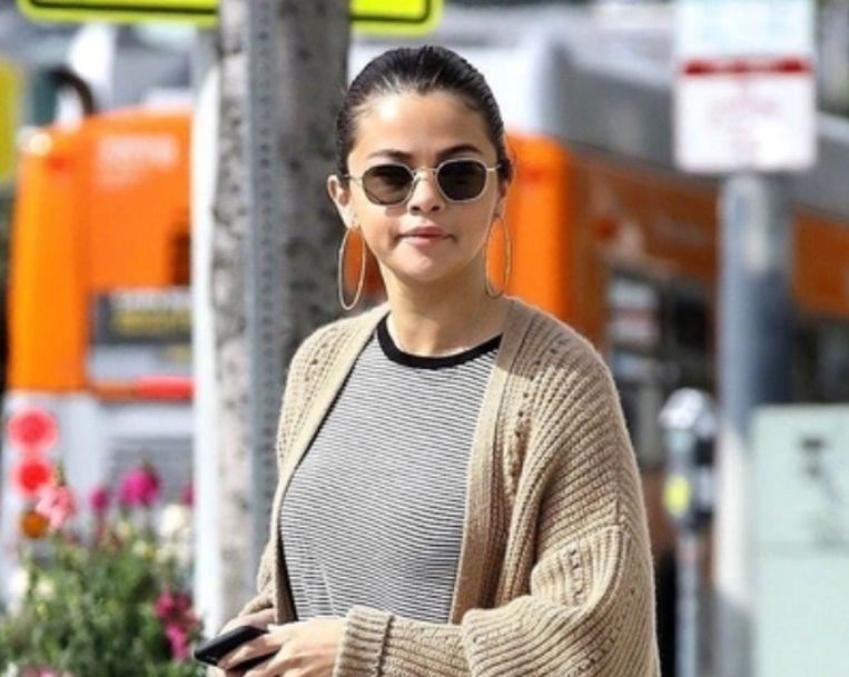 Selena Gomez spreekt af in Hollywood voor een brunch met vrienden op 8 maart 2018.