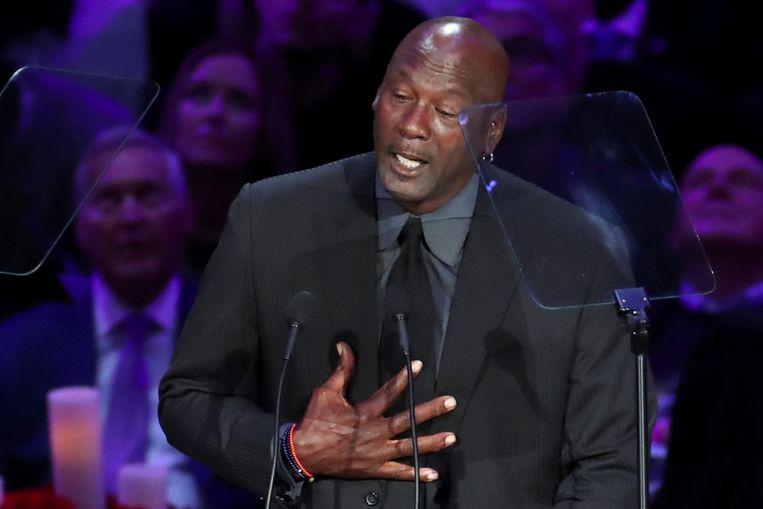 Michael Jordan krijgt het moeilijk tijdens zijn speech.