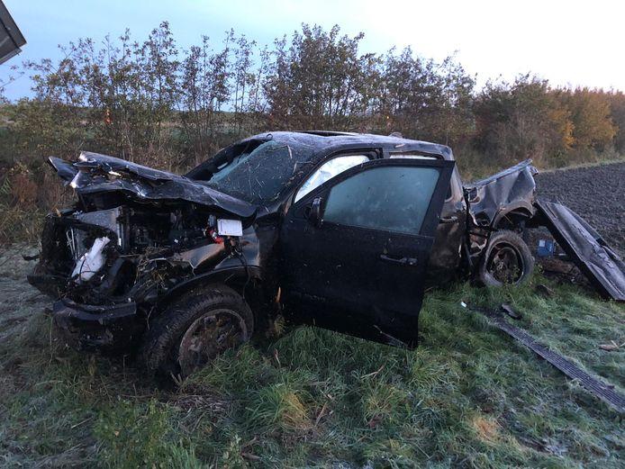 De Dodge Ram, een pick-up, is zelf ook zwaar beschadigd.