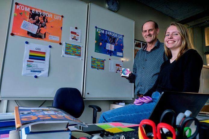 Godsdienstdocent Dick Lagerweij en leerling Fleur Doude Van Troostwijk.