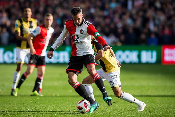Robin van Persie in actie tegen Vitesse.