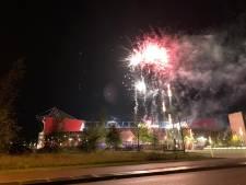 Spectaculair vuurwerk boven Grolsch Veste tijdens aftrap FC Twente