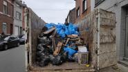 Na twee uur zit container aardig vol en nog minstens twee dagen werk in vuilste huis van Sint-Amandsberg