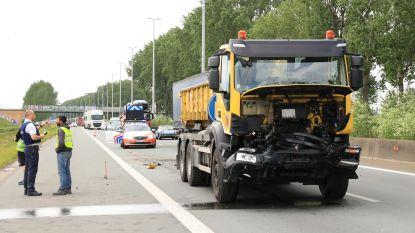 Kop-staartaanrijding met twee vrachtwagens op E34 veroorzaakt lange file