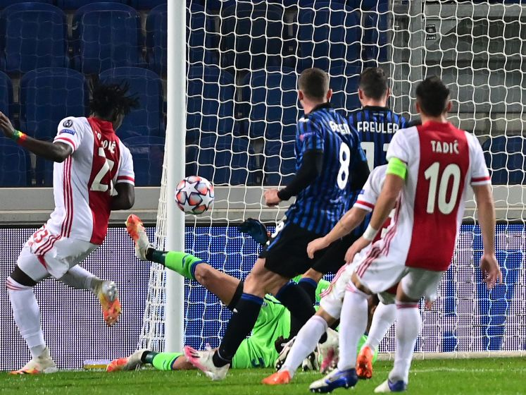 Traoré schiet Ajax op 0-2 voorsprong tegen Atalanta