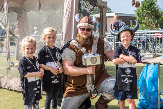 De Thor Run verwijst natuurlijk naar de Noorse dondergod. Die kwam vandaag ook nog even kijken. Samen op de foto, altijd leuk. Voor later.