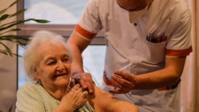 Julienne als eerste Hallenaar gevaccineerd: rusthuisbewoners krijgen deze week eerste prik
