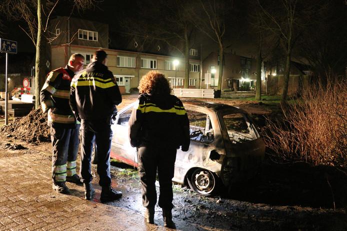 Auto volledig uitgebrand in Westbroek.