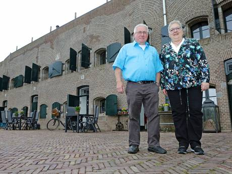 'Ik vertrek' in  Nieuwendijkse polder; Koos en Majolein over hun B&B in Fort Bakkerskil
