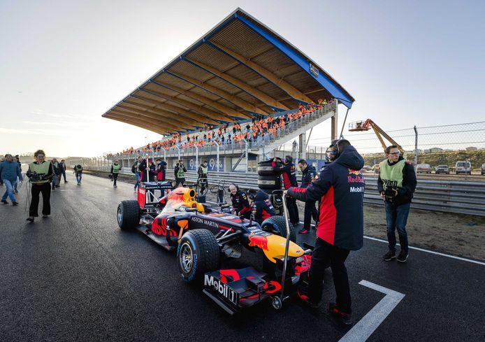 De auto van Max Verstappen op het circuit van Zandvoort eerder dit jaar.