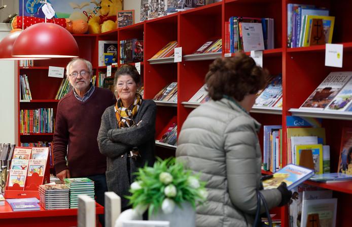 Pieter en Marry Huisman in hun winkel.