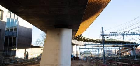 Afwerking busbrug hindert treinverkeer Zwolle