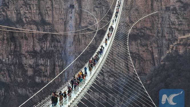 Wie durft? Langste glazen brug ter wereld geopend voor het publiek